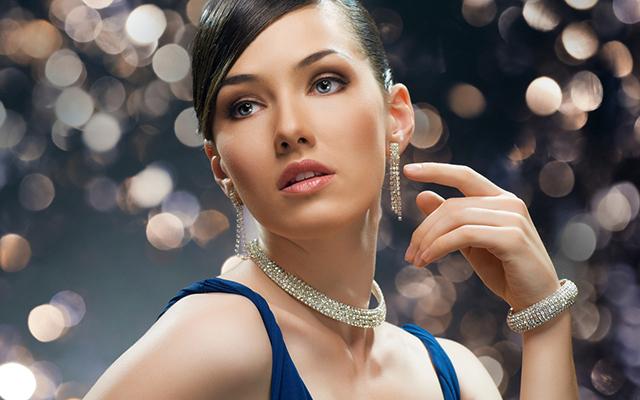 Фото красивой нежной девушки с голубыми глазами